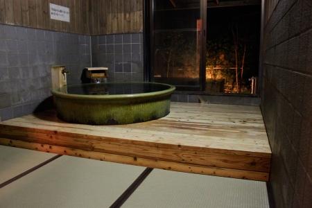 畳敷きの浴室です。もちろん濡れても良い畳を使ってあります。